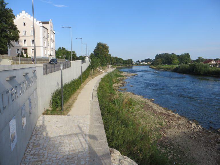 2018-08-08 Donauhafen bei Niedrigwasser (7) - Gustav Dinger